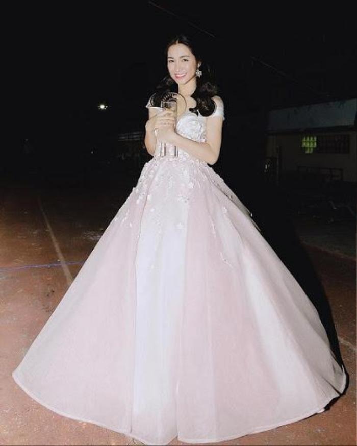 Hòa Minzy có 1001 bí kíp thời trang giấu bụng, sinh con rồi mà vẫn như gái 18 Ảnh 6