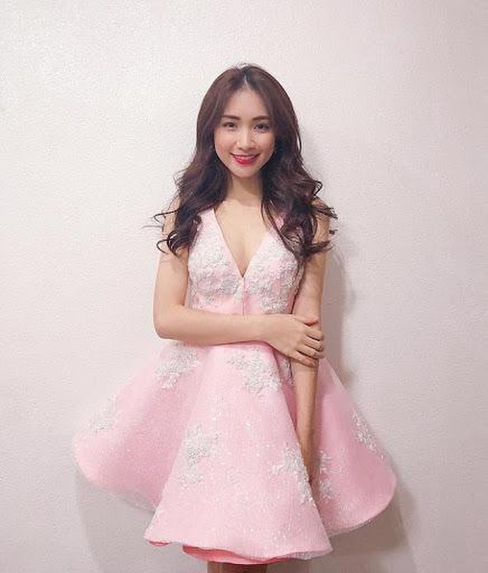 Hòa Minzy có 1001 bí kíp thời trang giấu bụng, sinh con rồi mà vẫn như gái 18 Ảnh 7