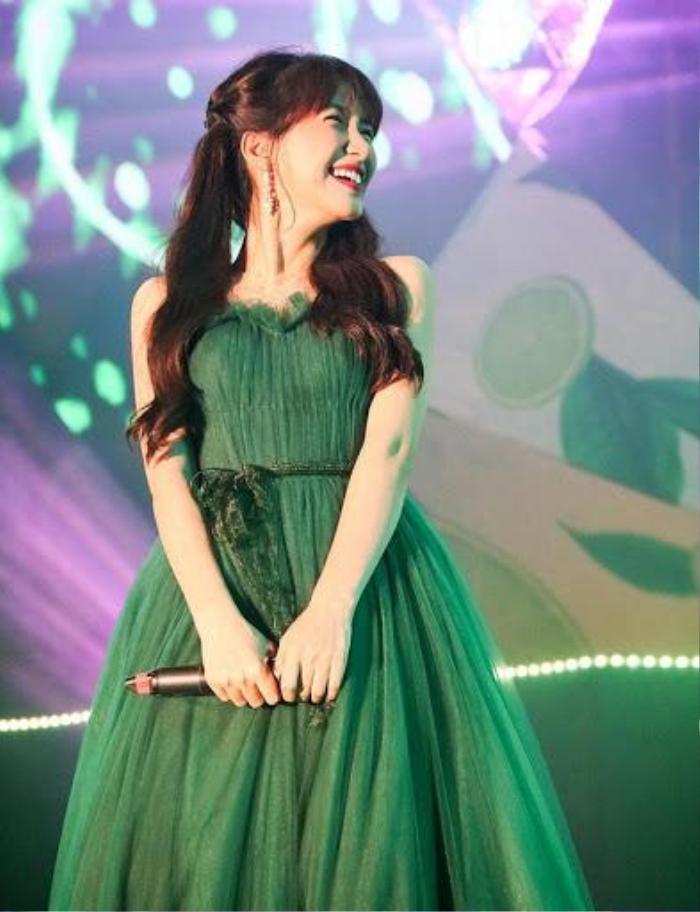 Hòa Minzy có 1001 bí kíp thời trang giấu bụng, sinh con rồi mà vẫn như gái 18 Ảnh 8
