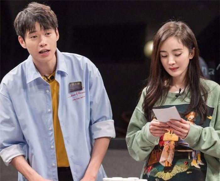 Không sợ Ngụy Đại Huân ghen, Dương Mịch nhìn chằm chằm 'tình trẻ' Hứa Khải trên phim trường Ảnh 8