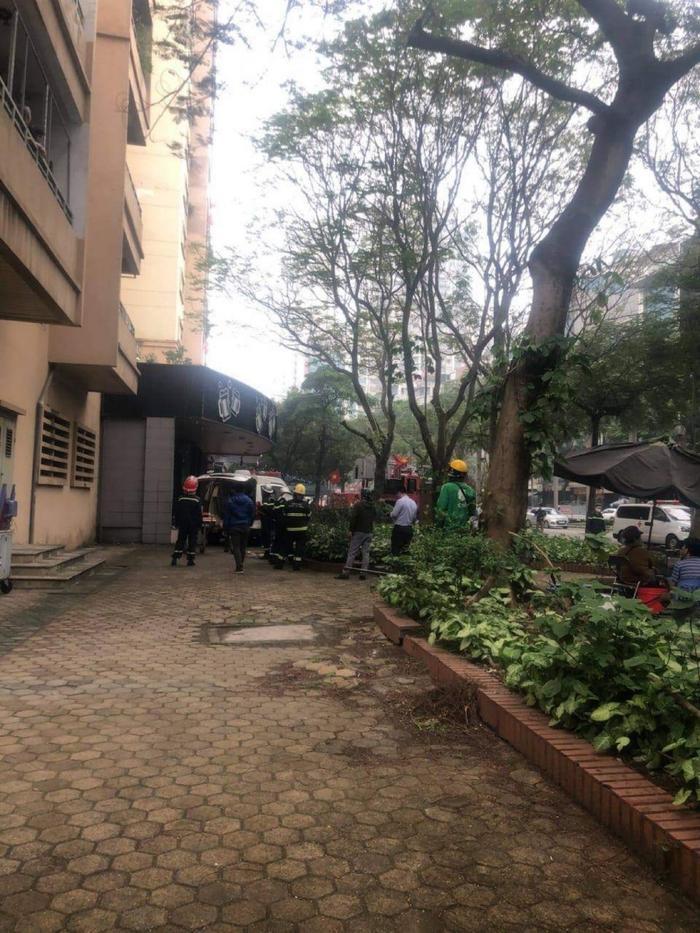 Nữ sinh lớp 10 rơi từ tầng 9 chung cư xuống đất tử vong ở Hà Nội Ảnh 1