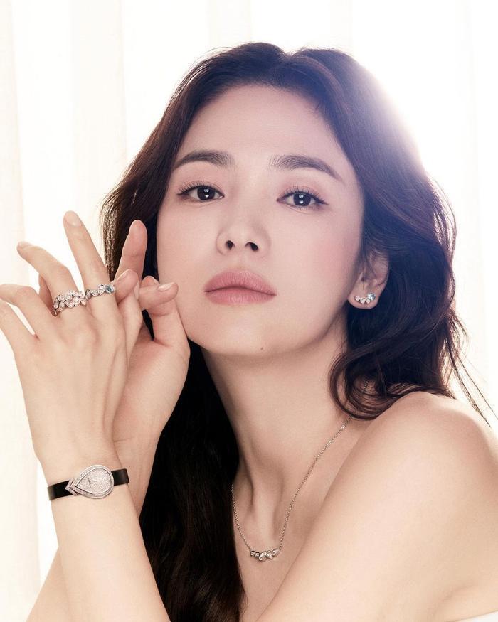 Song Hye Kyo diện váy cưới đẹp hờ hững: Hóa Vương hậu trong tích tắc! Ảnh 8