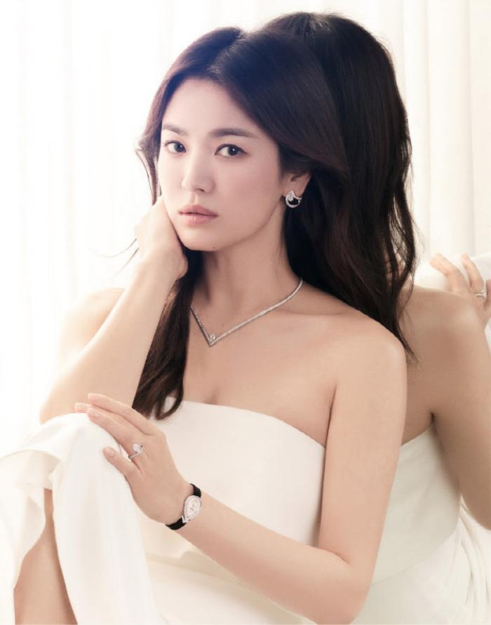 Song Hye Kyo diện váy cưới đẹp hờ hững: Hóa Vương hậu trong tích tắc! Ảnh 3