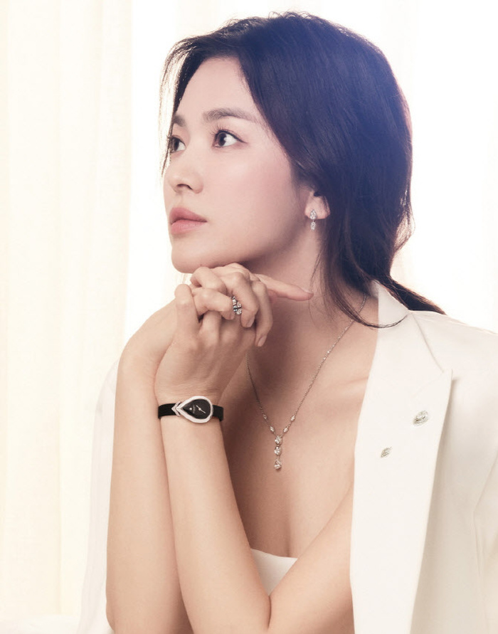 Song Hye Kyo diện váy cưới đẹp hờ hững: Hóa Vương hậu trong tích tắc! Ảnh 5