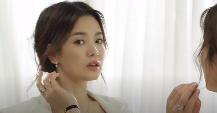 Song Hye Kyo diện váy cưới đẹp hờ hững: Hóa Vương hậu trong tích tắc! Ảnh 6