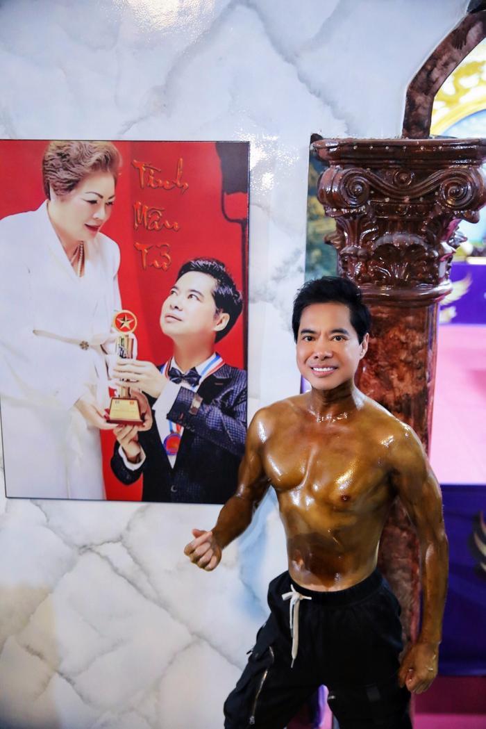 Danh ca Ngọc Sơn gây 'choáng váng' với body cuồn cuộn cơ bắp ở tuổi ngoài 50 Ảnh 2