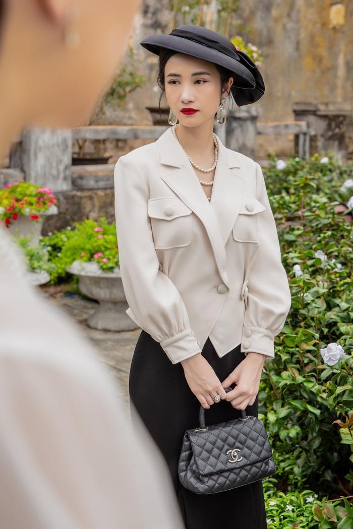 Jun Vũ diện 8 bộ váy cho 'vai phụ không thoại' ở Gái già lắm chiêu V Ảnh 1
