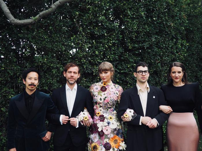 Taylor Swift khi vui mừng đạt giải: Lúc quẩy hết mình, bung chỉ hết hồn Ảnh 1