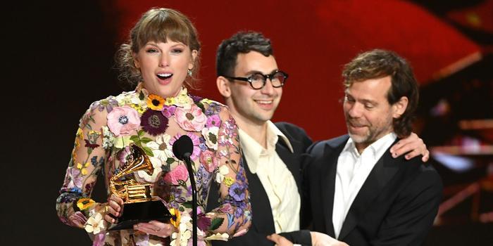 Taylor Swift khi vui mừng đạt giải: Lúc quẩy hết mình, bung chỉ hết hồn Ảnh 2