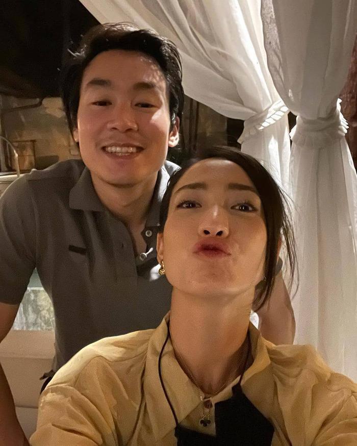 Taew Natapohn khoe ảnh tình tứ kỉ niệm 10 tháng yêu nhau bên cạnh bạn trai đại gia Ảnh 4