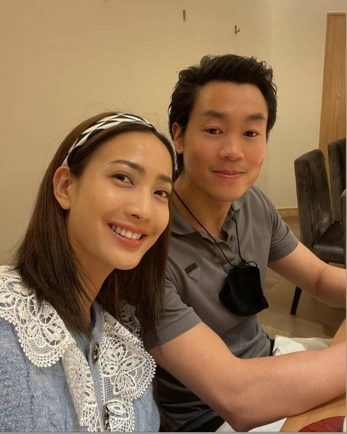 Taew Natapohn khoe ảnh tình tứ kỉ niệm 10 tháng yêu nhau bên cạnh bạn trai đại gia Ảnh 3