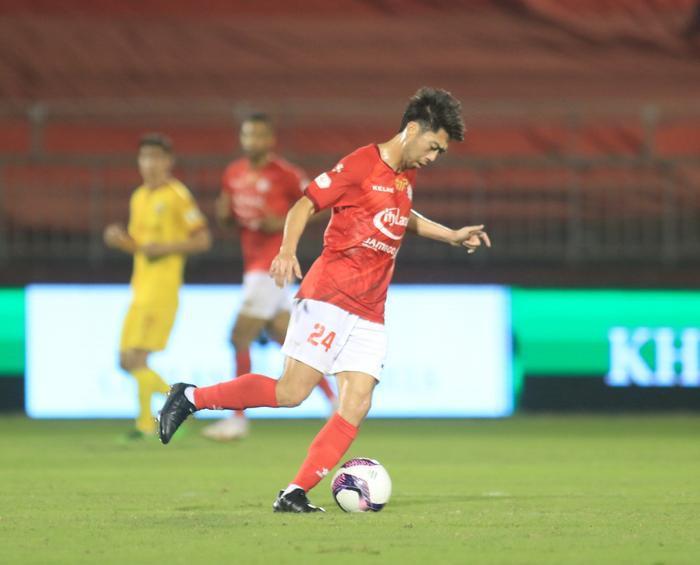 Lee Nguyễn kiến tạo thành bàn, trọng tài từ chối khiến TPHCM bại trận Ảnh 1