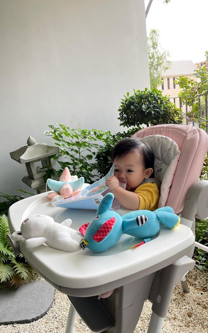 Nhóc tì sao Việt mới tí tuổi đầu đã 'chăm học', con gái Đàm Thu Trang siêu 'bá đạo' Ảnh 7