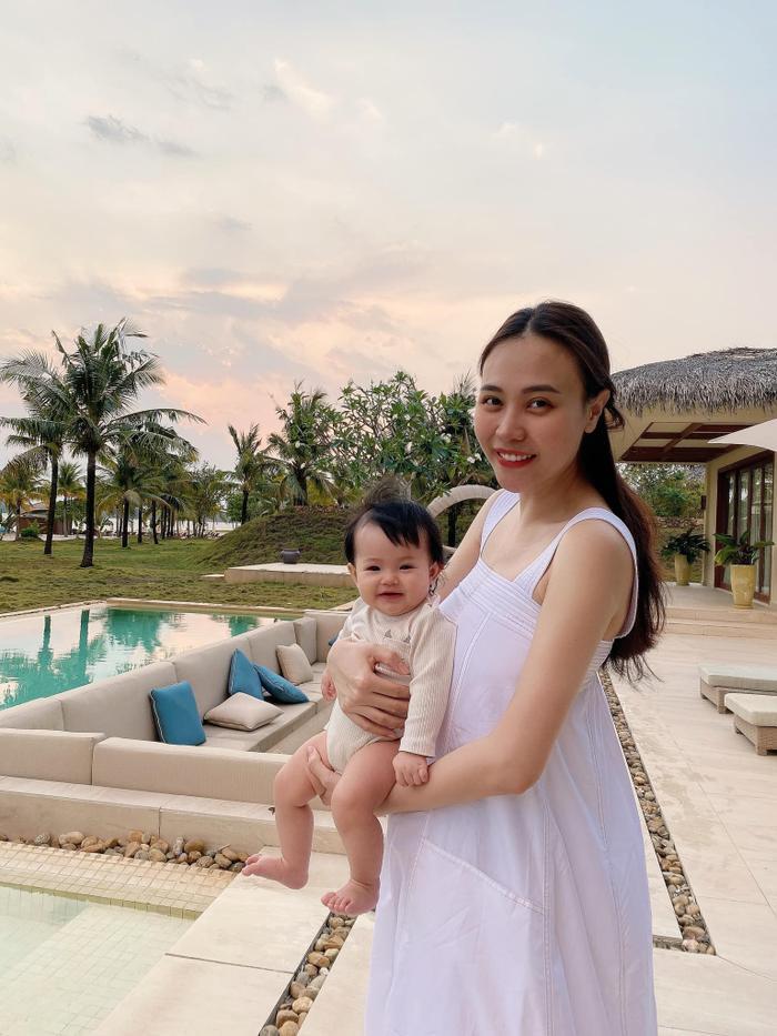 Nhóc tì sao Việt mới tí tuổi đầu đã 'chăm học', con gái Đàm Thu Trang siêu 'bá đạo' Ảnh 8