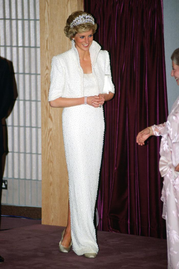 Sợi chỉ đỏ xuyên suốt gu thời trang của Công nương Diana và hai con dâu Kate & Meghan Ảnh 2