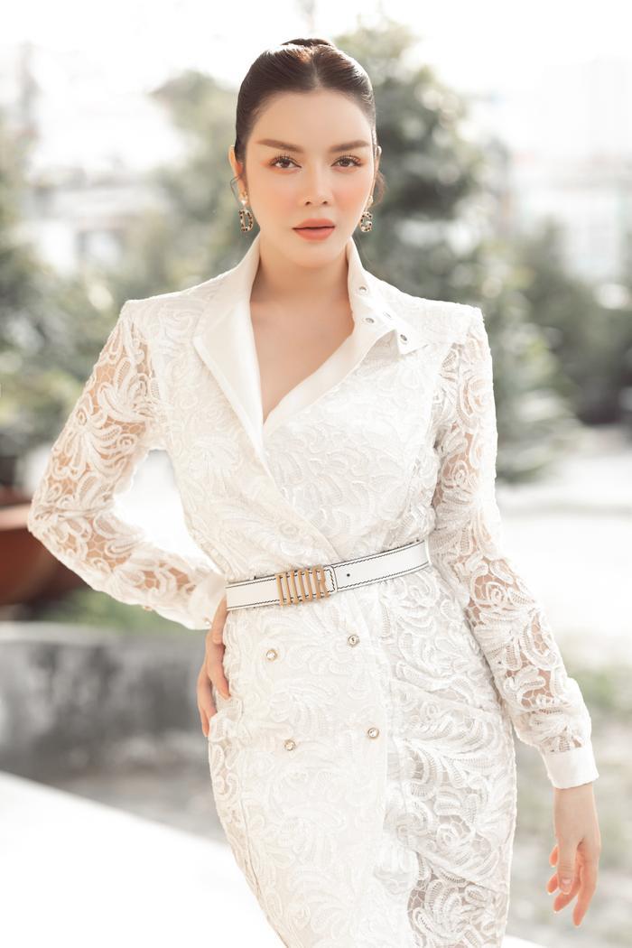 Lý Nhã Kỳ diện váy ren trắng giá ngàn đô, đẹp như nữ thần ánh sáng mê hoặc bao ánh nhìn Ảnh 1