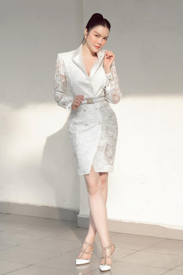 Lý Nhã Kỳ diện váy ren trắng giá ngàn đô, đẹp như nữ thần ánh sáng mê hoặc bao ánh nhìn Ảnh 6