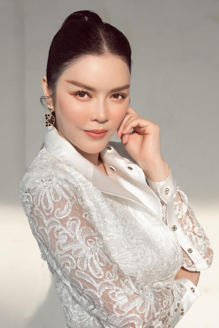 Lý Nhã Kỳ diện váy ren trắng giá ngàn đô, đẹp như nữ thần ánh sáng mê hoặc bao ánh nhìn Ảnh 7