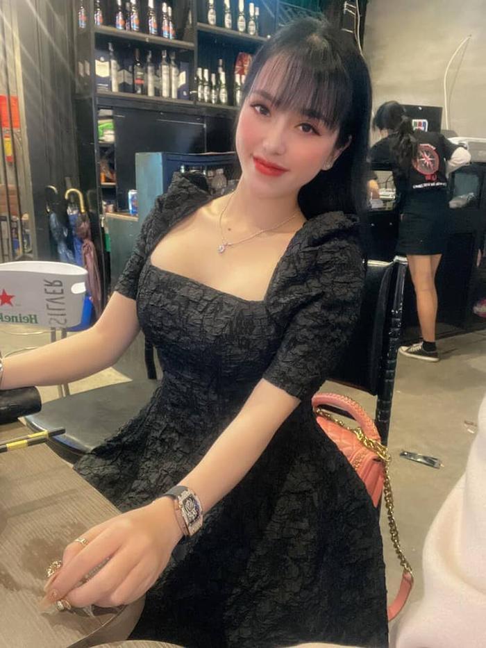Hotgirl 22 tuổi cầm đầu đường dây buôn ma tuý ở Đà Nẵng: Vỏ bọc nhân viên spa với cuộc sống sang chảnh Ảnh 2