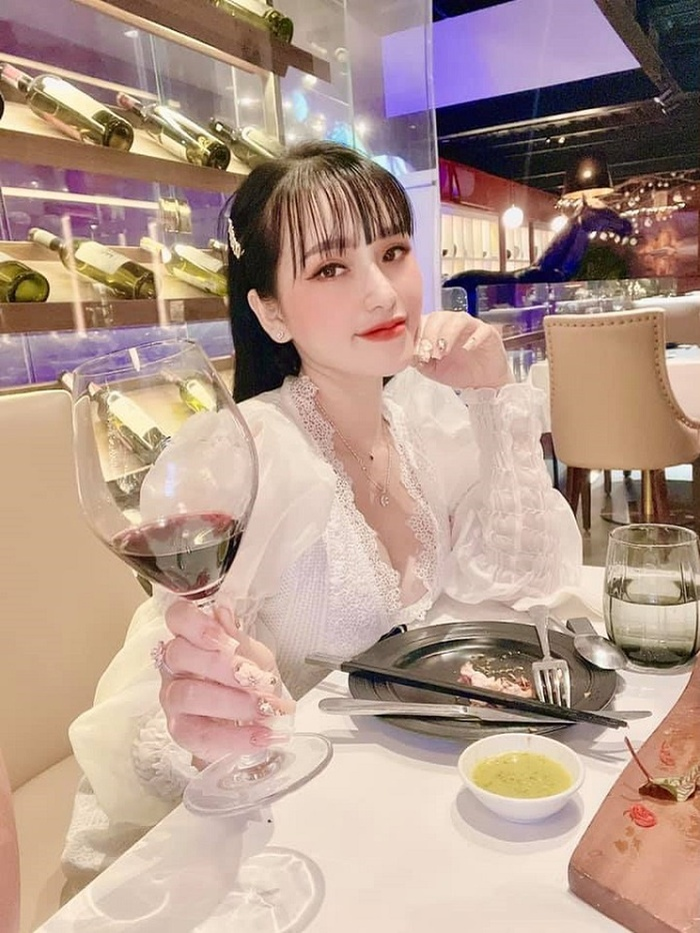 Hotgirl 22 tuổi cầm đầu đường dây buôn ma tuý ở Đà Nẵng: Vỏ bọc nhân viên spa với cuộc sống sang chảnh Ảnh 6