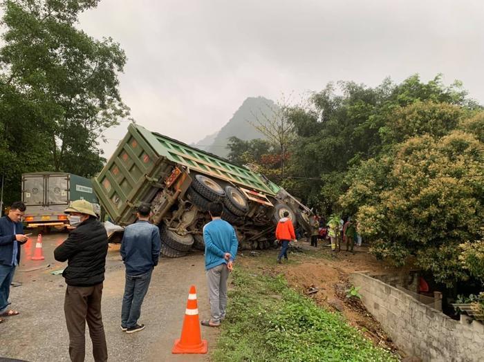 Xe khách đâm xe tải, 3 người tử vong ngay tại chỗ Ảnh 1