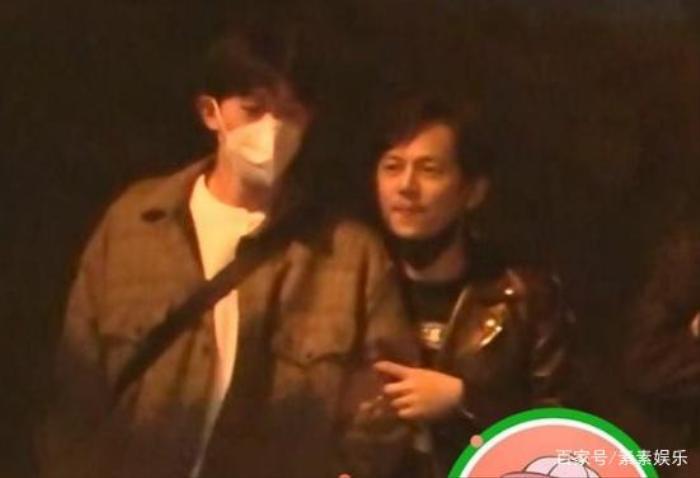 Nam MC nổi tiếng xứ Trung gây chú ý vì cử chỉ thân thiết với người con trai lạ mặt Ảnh 3