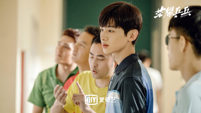 Bạch Kính Đình có lập nên kỳ tích như đại úy Yoo Shi Jin của Song Joong Ki trong Hậu duệ mặt trời? Ảnh 8