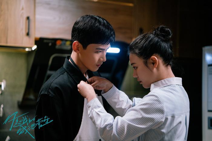 Bạch Kính Đình có lập nên kỳ tích như đại úy Yoo Shi Jin của Song Joong Ki trong Hậu duệ mặt trời? Ảnh 10