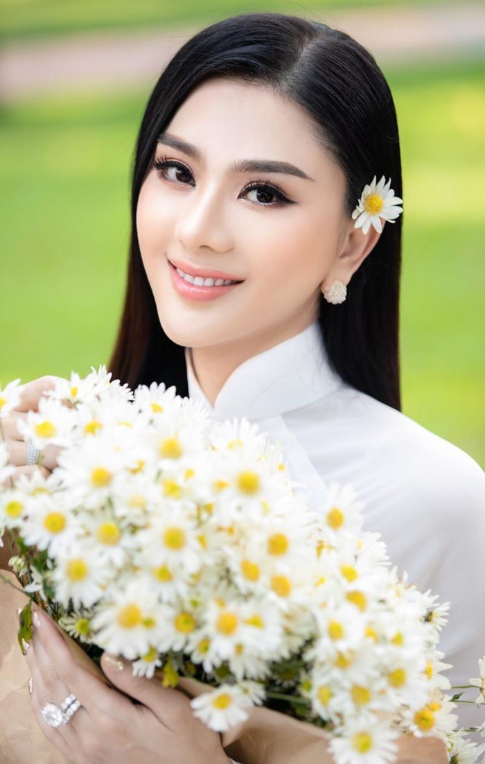 Từng mắc lỗi 'chí mạng' với áo dài trắng, Lâm Khánh Chi 'ghi điểm' với hình ảnh nền nã hiện tại Ảnh 1