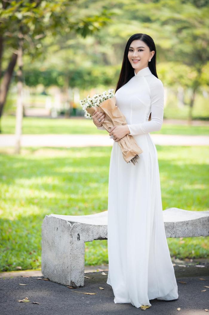 Từng mắc lỗi 'chí mạng' với áo dài trắng, Lâm Khánh Chi 'ghi điểm' với hình ảnh nền nã hiện tại Ảnh 4