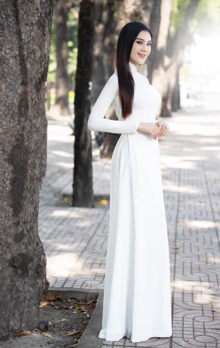 Từng mắc lỗi 'chí mạng' với áo dài trắng, Lâm Khánh Chi 'ghi điểm' với hình ảnh nền nã hiện tại Ảnh 2