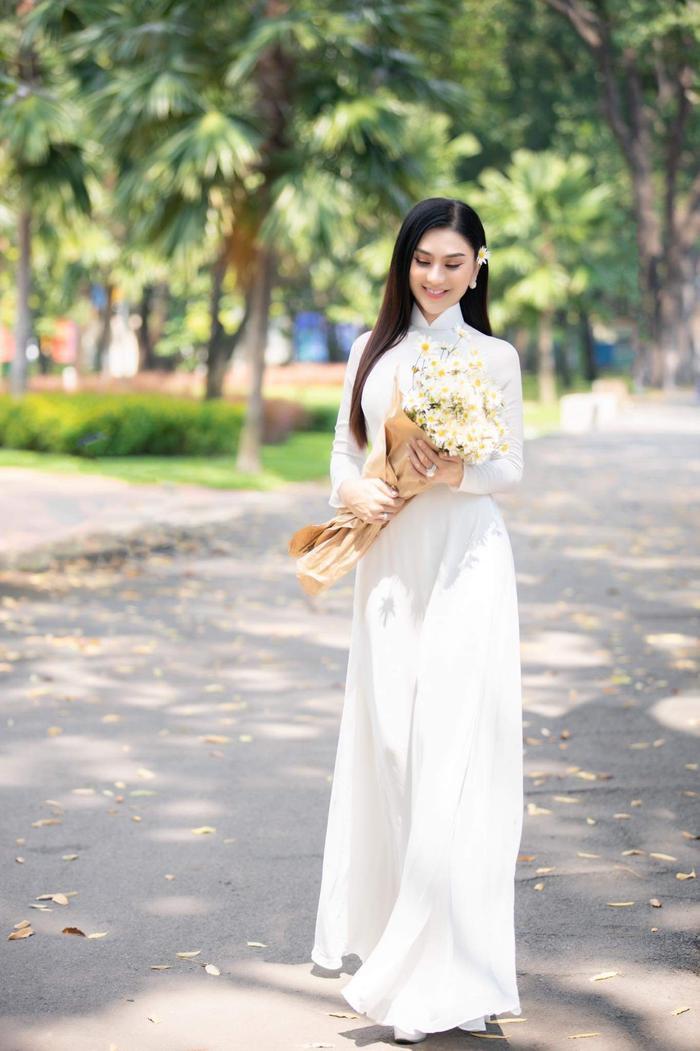 Từng mắc lỗi 'chí mạng' với áo dài trắng, Lâm Khánh Chi 'ghi điểm' với hình ảnh nền nã hiện tại Ảnh 6