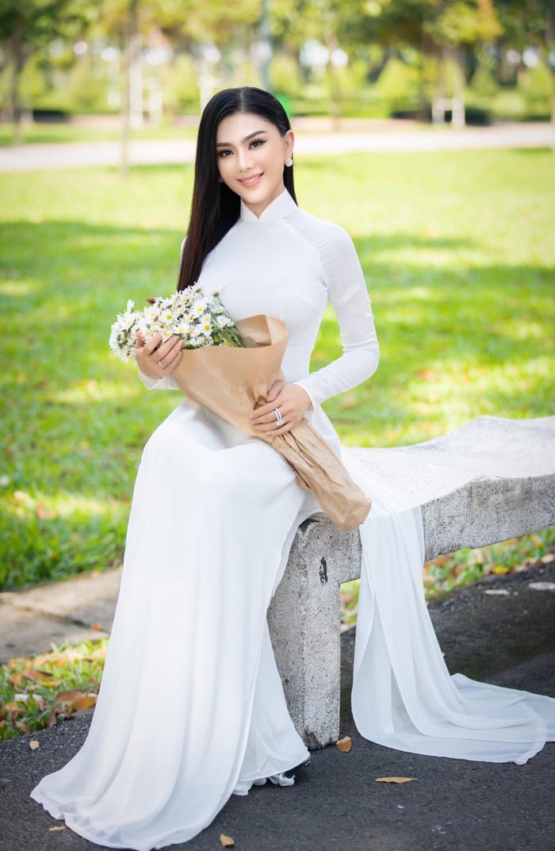 Từng mắc lỗi 'chí mạng' với áo dài trắng, Lâm Khánh Chi 'ghi điểm' với hình ảnh nền nã hiện tại Ảnh 3