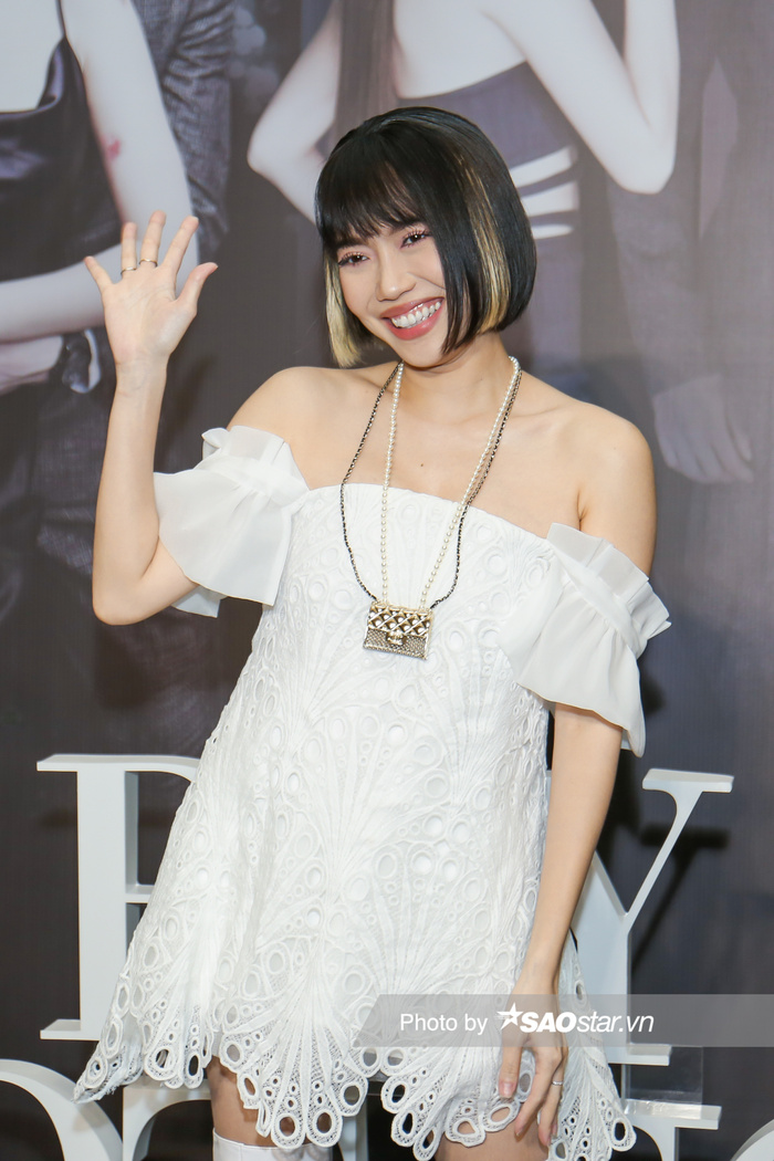 Họp báo 'Bẫy ngọt ngào': Chấn động với cảnh 18+ của Bảo Anh - Quốc Trường, Minh Hằng gợi cảm hút hồn fan! Ảnh 3