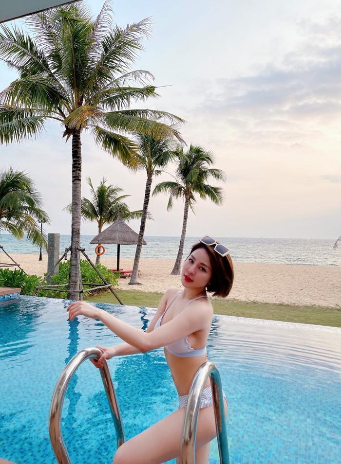 Hot girl Trâm Anh quá nóng bỏng khi mặc bikini khoe vòng một 'khủng' Ảnh 2