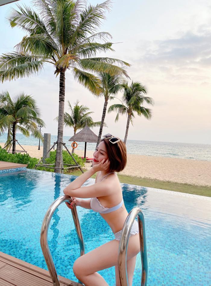 Hot girl Trâm Anh quá nóng bỏng khi mặc bikini khoe vòng một 'khủng' Ảnh 3