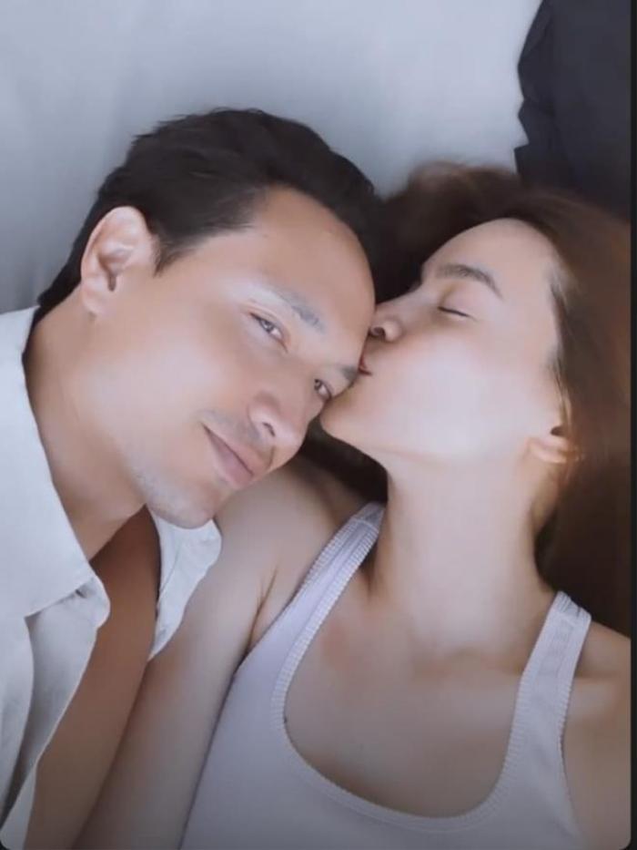 Rần rần đoạn clip Hà Hồ - Kim Lý liên tục hôn nhau: 'Cẩu lương này chất lượng quá' Ảnh 2