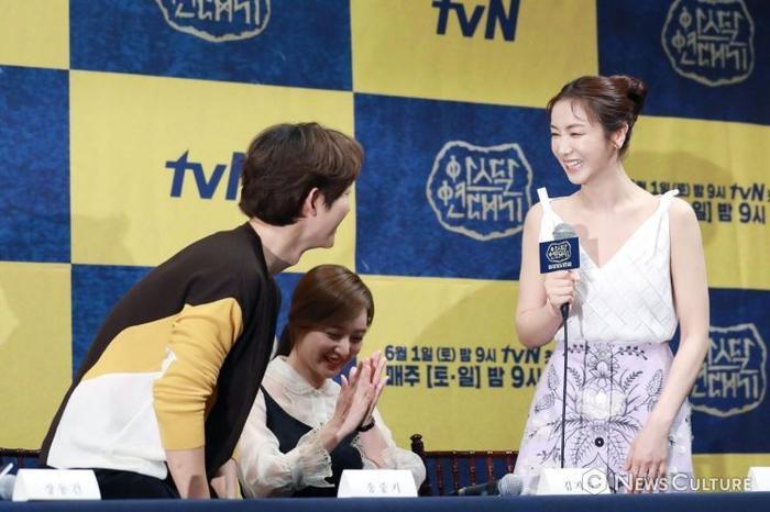 Bạn gái tin đồn của Song Joong Ki đẹp xuất thần Ảnh 6