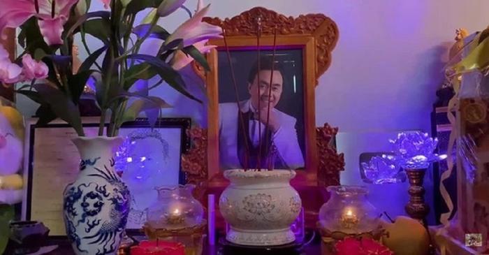 Xúc động những món kỷ vật trên bàn thờ cố nghệ sĩ Chí Tài Ảnh 3