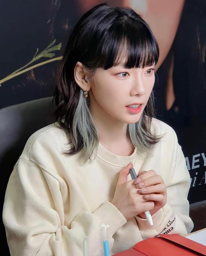 Taeyeon (SNSD) gây chú ý với phản ứng đặc biệt khi được hỏi về 'hiện tượng lội ngược dòng' Brave Girls