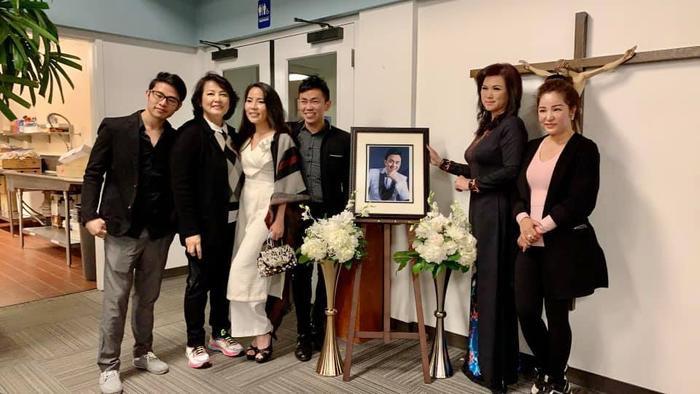 Chị 'Bé Heo' cùng Thúy Nga, Hoài Tâm dự thánh lễ tưởng nhớ 100 ngày mất của cố nghệ sĩ Chí Tài Ảnh 2