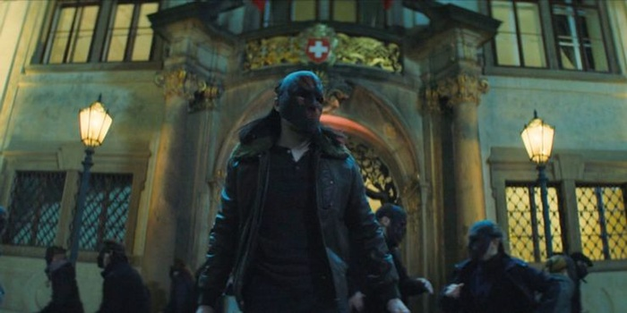 Nhặt nhanh cũng được cả rổ easter egg trong 'The Falcon and the Winter Soldier' tập 1