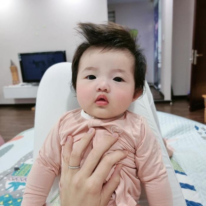 Ông Cao Thắng khoe ảnh con gái Winnie bụ bẵm, vô tình lộ mặt mộc cực phẩm của mẹ bỉm Đông Nhi Ảnh 3