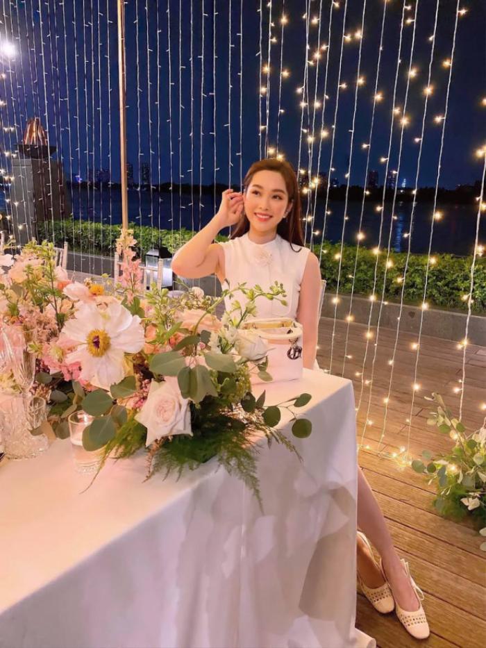 Hoa hậu Thu Thảo hiếm hoi xuất hiện, tăng cân nhưng càng nhuận sắc, mặn mà hơn Ảnh 1