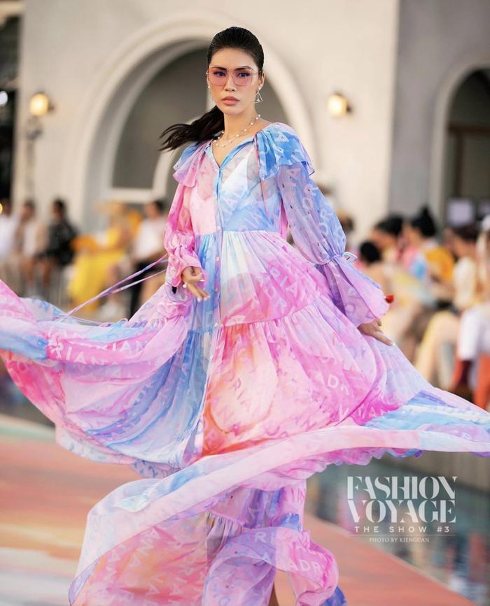 Minh Tú xoay váy thần thái đỉnh chóp tại show Fashion Voyage 3 Ảnh 4