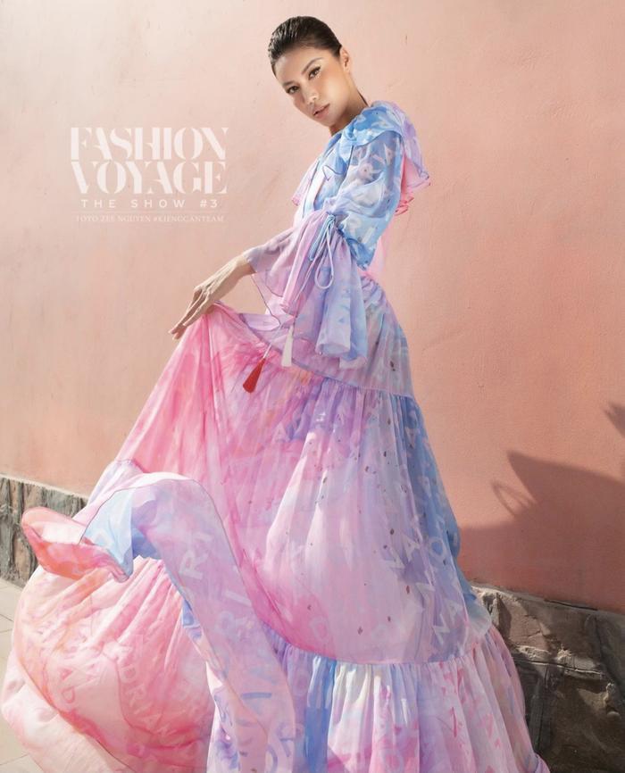 Minh Tú xoay váy thần thái đỉnh chóp tại show Fashion Voyage 3 Ảnh 3