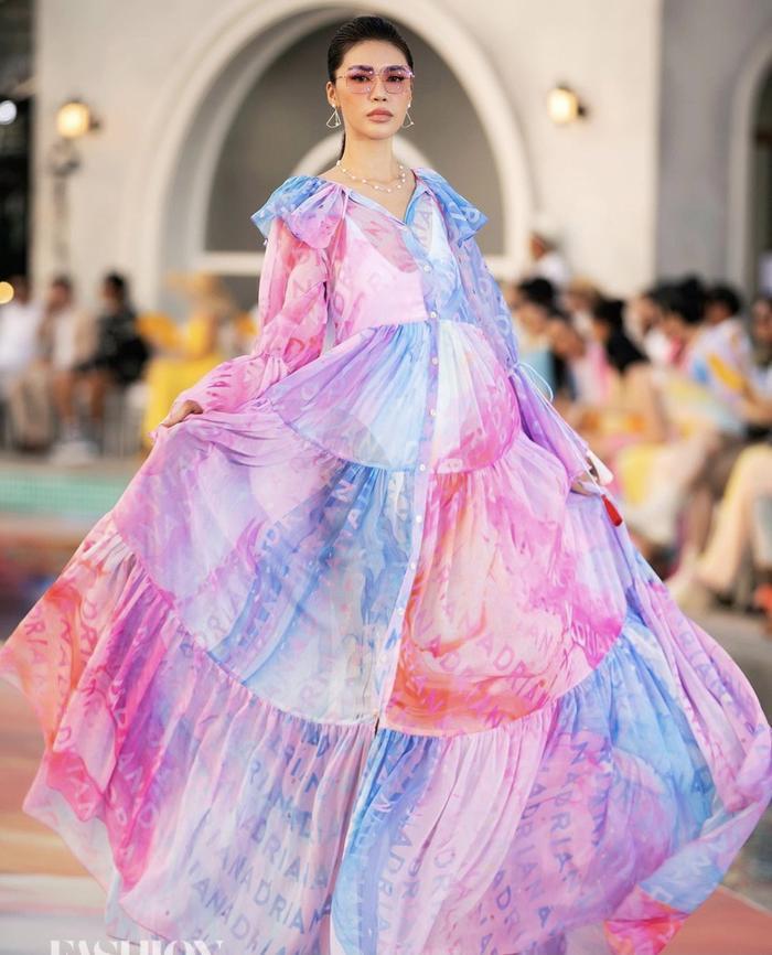 Minh Tú xoay váy thần thái đỉnh chóp tại show Fashion Voyage 3 Ảnh 5