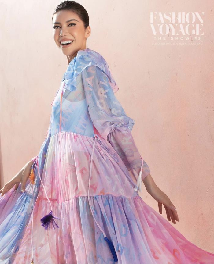Minh Tú xoay váy thần thái đỉnh chóp tại show Fashion Voyage 3 Ảnh 2