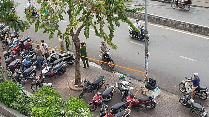 Vụ 2 nữ sinh rơi từ sân thượng chung cư xuống đất tử vong: Tài xế xe ôm kể lại điều bất thường... Ảnh 2