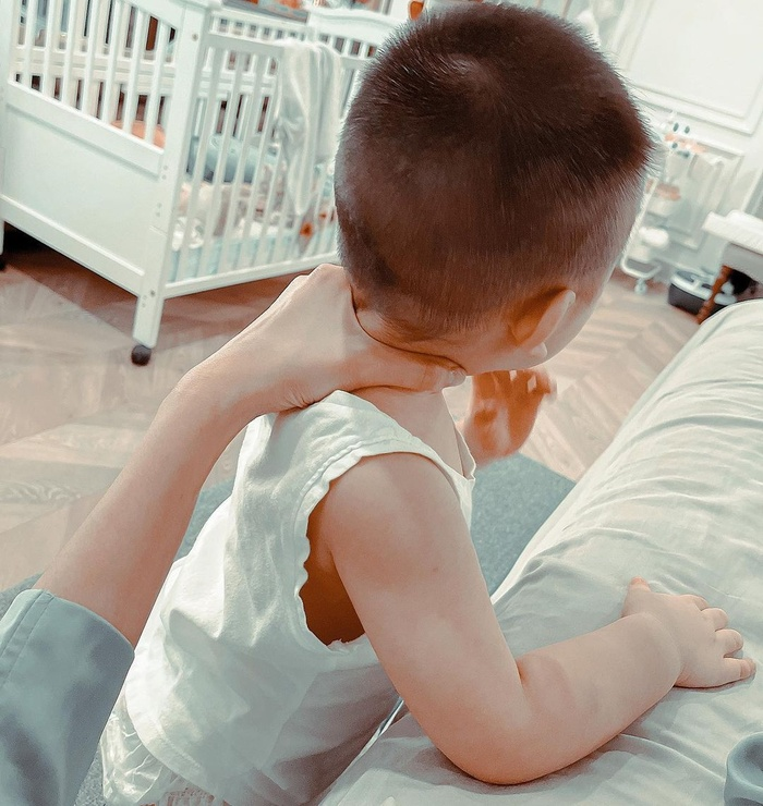 Lan Khuê khoe nhan sắc 'gái một con' đẹp mê mẩn: Con trai lớn phổng dự đoán thừa hưởng gen trội của mẹ Ảnh 5